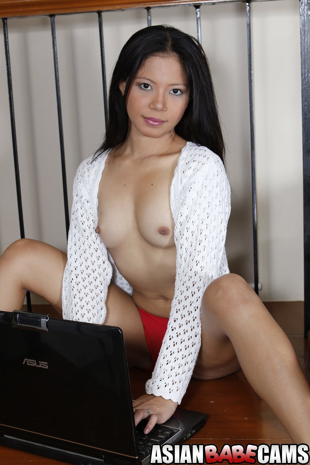 Sexy asian cam babe shows off her tits 2